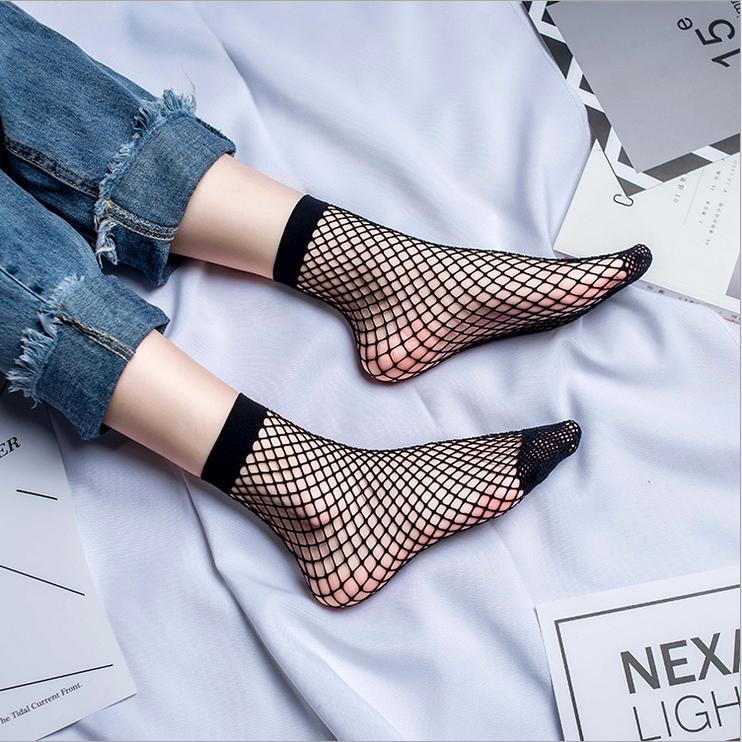2x-WoMens-Sexy-Fishnet-Resille-Maille-Chaussettes-Cheville-Haute-Noir-Pour-Femme miniature 16